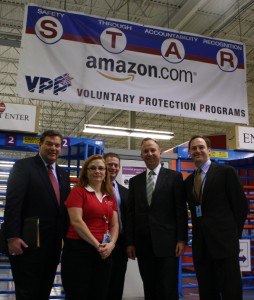 DEDO Director Alan Levin, Lt. Gov Matt Denn, Gov Markell with Amazon team members