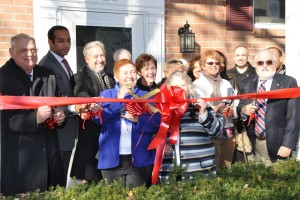 DIMH Ribbon Cutting Group Sm