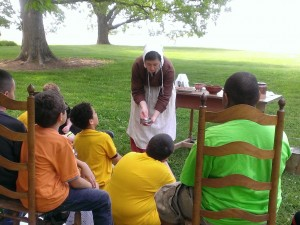 Students learning about hearth cooking at the John Dickinson Plantation.