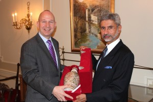 Dr. S. Jaishankar, Ambassador of India to the United States, presents Governor Jack Markell with a vase from India as a gift during his visit to Delaware