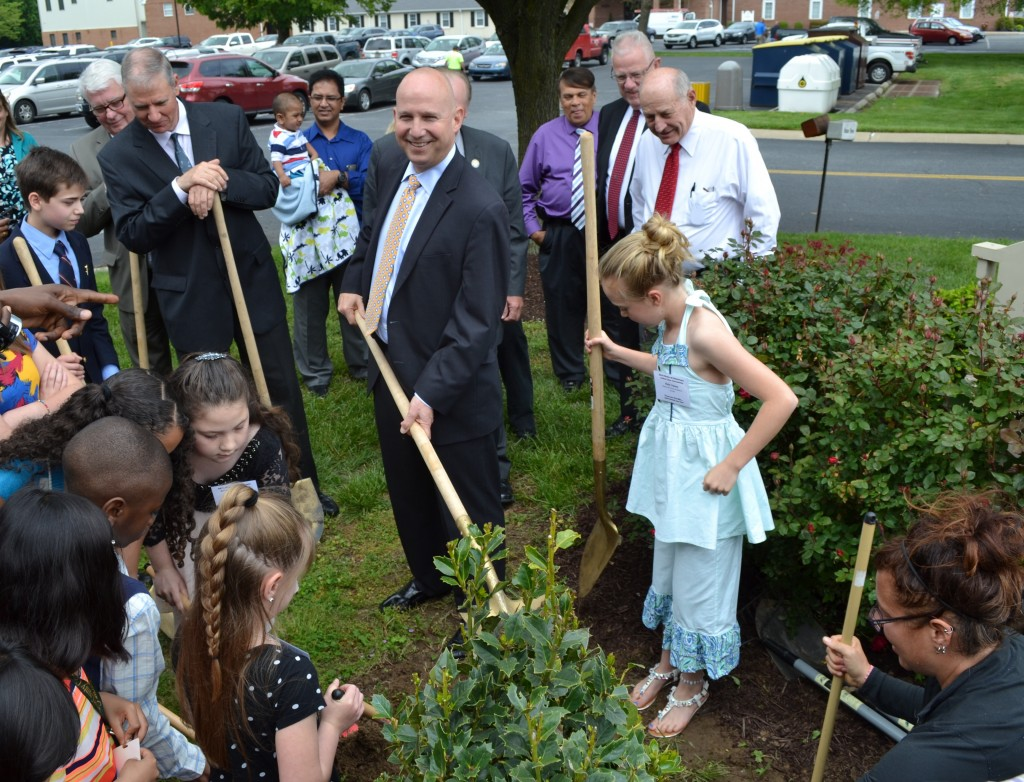 Governor Markell helped plant a new American holly tree outside the Department of Agriculture's headquarters as part of Arbor Day observances in Dover today. Gov. Markell also recognized schoolchildren who won the Forest Service's annual poster contest, as well as the City of Dover for being Delaware's longest-running Tree City USA at 27 years.