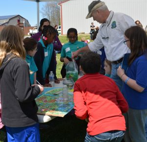 Fourth graders learn about water at the 2017 Make a Splash festival. DNREC photo.