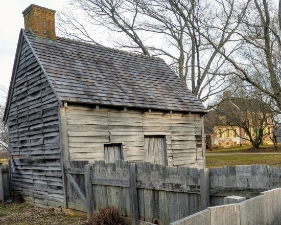 Photo of the log'd dwelling at the John Dickinson Plantation